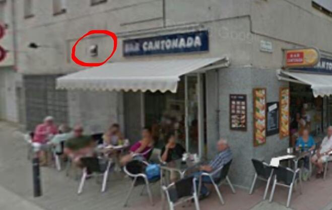 Bar cantonada xemeneia